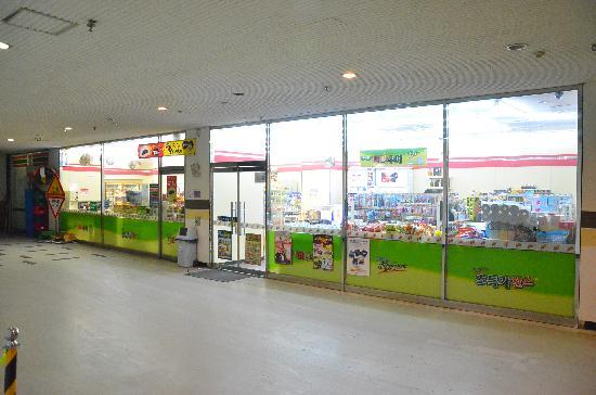 Cheongdam Human Star Ville : 7-11 in underground parking