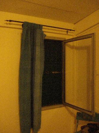 Hostellerie De La Source: room window