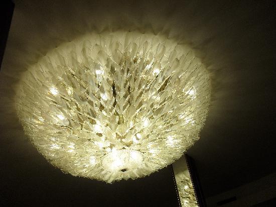 Hotel Lo Zodiaco: lampadario ristorante
