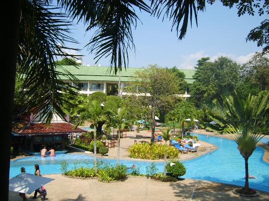 Green Park Resort: view on swimming pool