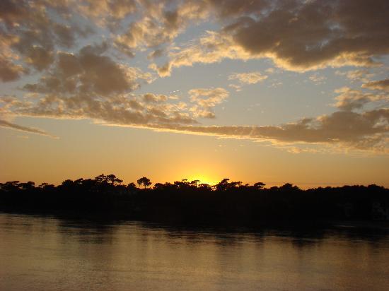 Le Pavillon Bleu: Fabuleux coucher de soleil du balcon
