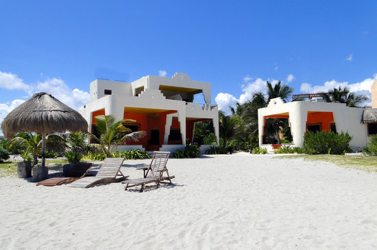 Mayan Beach Garden: View of beachfront rooms