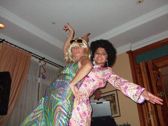 Hotel Tamisa Golf: Get down girls!