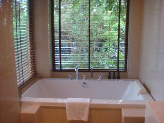 Movenpick Resort Bangtao Beach Phuket: the bathroom with windows over looking scenery