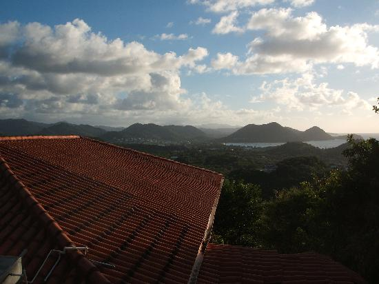 Chateau Des Amis St Lucia : Atlantic view from back top floor balcony