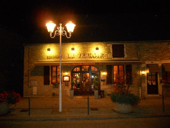 Le Terroir at night