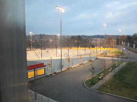 Thon Hotel Ullevaal Stadion: looking out to the front entrance