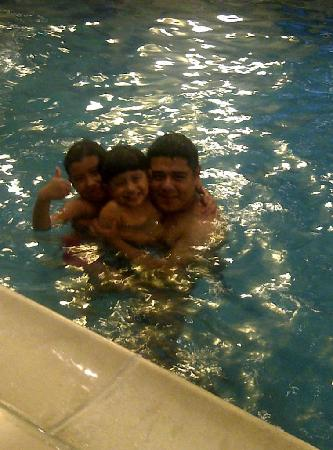 Crowne Plaza Hotel Englewood : Kids at the Crowne Plaza pool