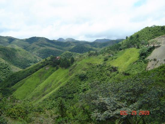 El Pueblito Resort: Vista da Estrada Santa Cruz/Samaipata