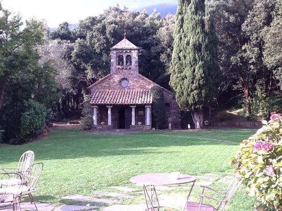 Husa Sant Bernat: Ermita San Bernat desde la mesa de tomar té