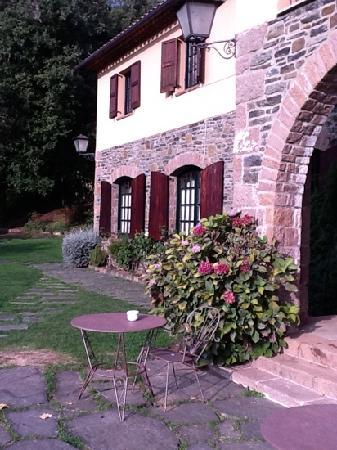 Husa Sant Bernat: Uno de los edificios del hotel San Bernat desde la terraza