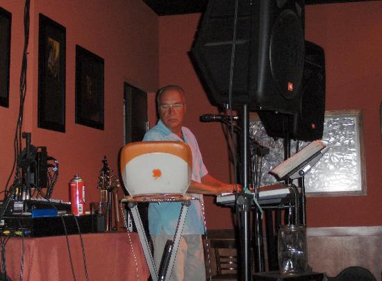 Pandora's Steak House: Greg -Lounge entertainer