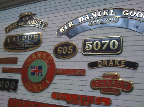 พิพิธภัณฑ์รถไฟแห่งชาติ: Locomotive Name Plates