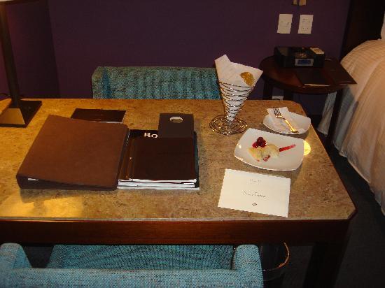 Sofitel Bogota Victoria Regia: Boas vindas com recepação na suite
