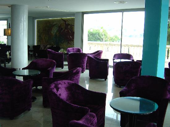 Barcelo Illetas Albatros: The bar area