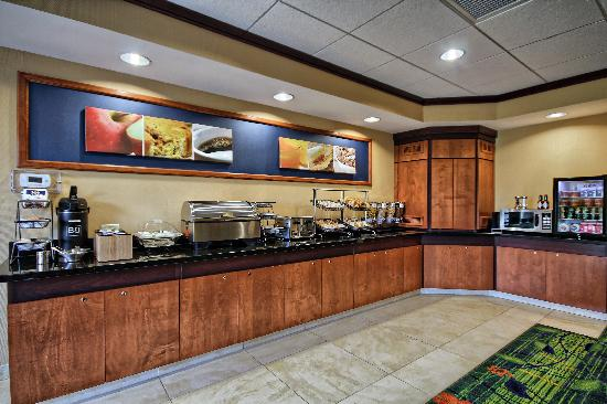 Fairfield Inn & Suites Huntingdon Route 22/Raystown Lake : Complimentary Breakfast Buffet
