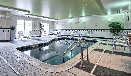 Fairfield Inn & Suites Huntingdon Route 22/Raystown Lake : Relax in our the Indoor Pool