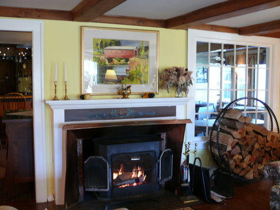 West Mountain Inn: Cozy Living Room
