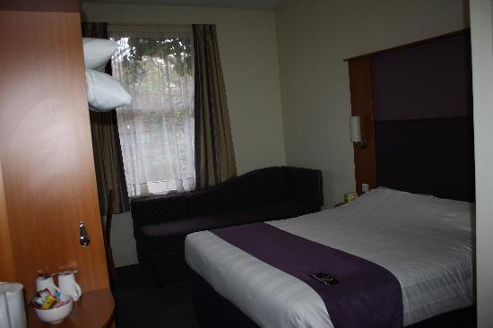 Premier Inn London Kensington (Olympia) Hotel: Room