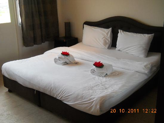Blue Moon Hotel: Welcoming bed :)
