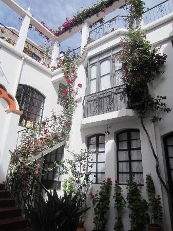 El Hostal de Su Merced: The Courtyard