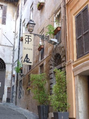 Relais Palazzo Taverna: the hotel
