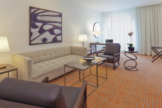 Holiday Inn Bogota Airport: Suite Living Room