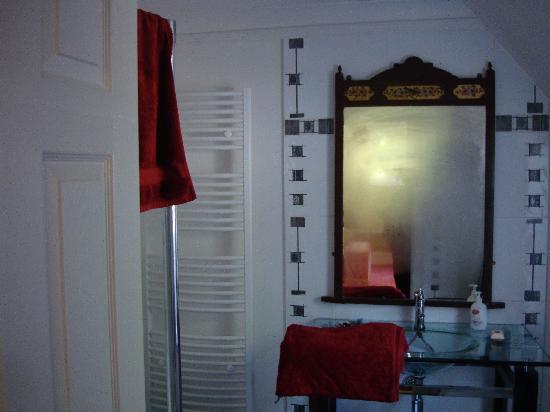 Old Drynie House: very spacious bathroom