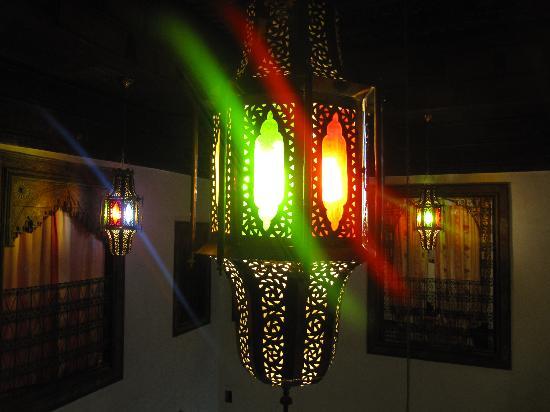Dar Melody: Lámpara del comedor