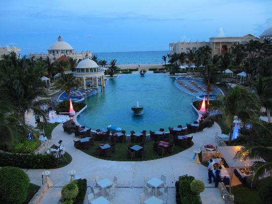 Iberostar Grand Hotel Paraiso: Early evening
