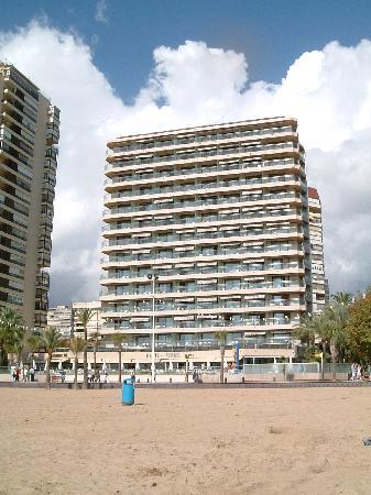 Hotel Cimbel: Hotellet sett fra stranden