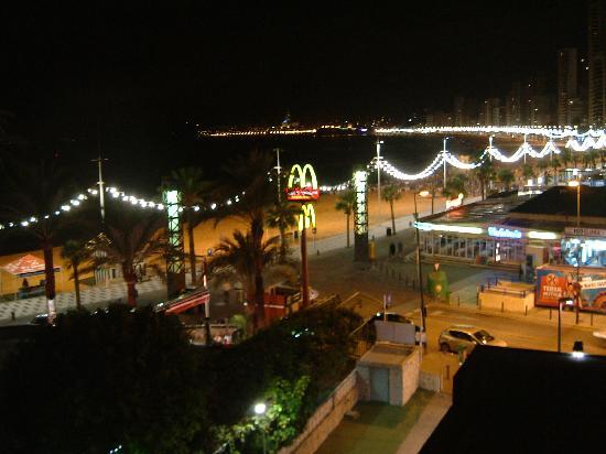 Hotel Cimbel: Fra strandpromenaden ved Hotell Cimbel