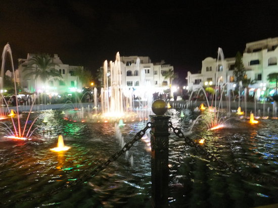 ‪مرحبا بيتش هوتيل: Fountains in Port el Kantoui‬
