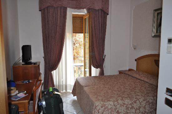 هوتل سافويا: Good enough sized room