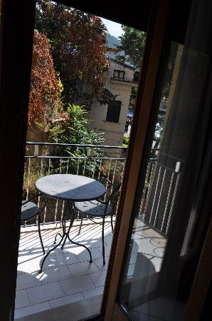 Hotel Savoia: Our balcony! Fresh air, and a place to snack