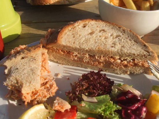 The Harbour Inn: Superb crab sandwich, salad and chips.