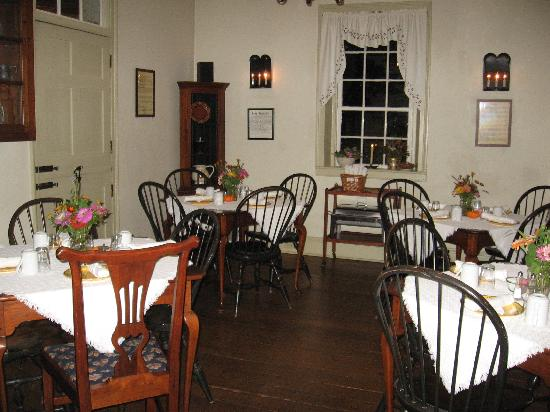 Augustus T. Zevely Inn: Breakfast Room