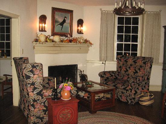 Augustus T. Zevely Inn: Parlor