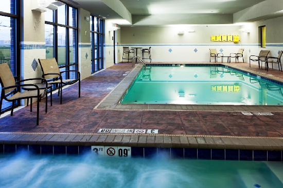 Hampton Inn & Suites Middlebury: Pool and Spa