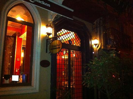 Au enansucht bei nacht santa ottoman hotel stanbul for Santa ottoman hotel