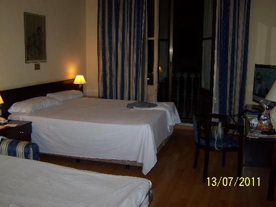 Hotel Atlantis: Double room with extra bed