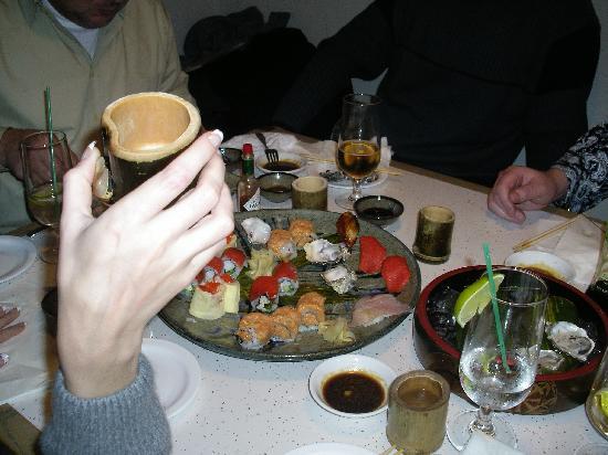 Tojo's Restaurant : вкусно