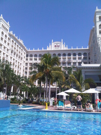 Hotel Riu Palace Pacifico: hotel from the pool