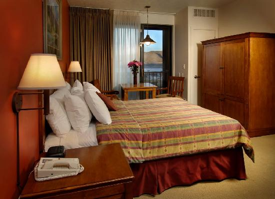Lodge at Stillwater: Standard Queen Hotel Room