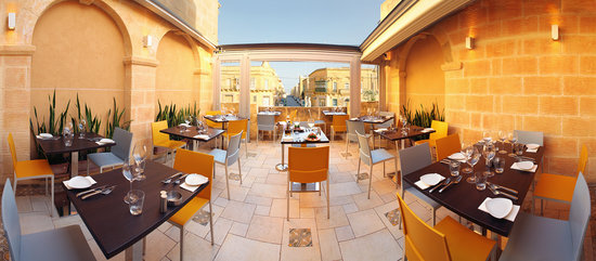 Dvenue: Terrace Dinner area