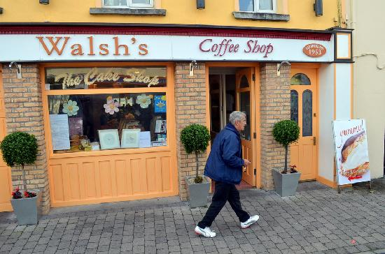 Walsh's Bakery and Coffee Shop : Outside Walsh's