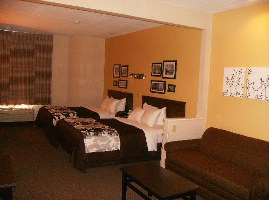 Sleep Inn & Suites, Green Bay Airport: One Room Two queen suite