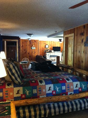 Fall River Cabins: Bed Area
