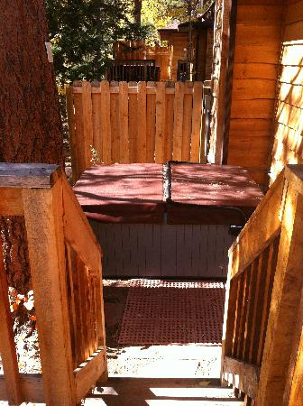 Fall River Cabins: Hot Tub outside the back door