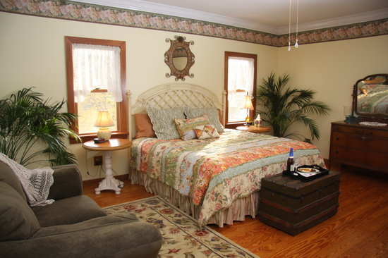 Longing For Home Bed and Breakfast: Sunshine Daydreams Guest Room
